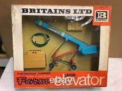 1/32 scale Britains 9565 Lister Elevator battery powered boxed tractor tracteur