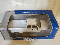 Anson 2001 Chevy Silverado Dually 3500 Pickup Truck 118 Scale Diecast White