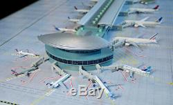 Gemini Jets 1400 Scale DELUXE Airport Terminal & Mat (Bundle) IN STOCK